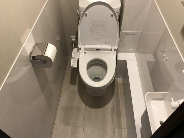 マンションの手洗い器・新設工事例。 配管も白のパネルで隠し、シンプルスタイリッシュに。 #京都#工務店#施工例#トイレ#手洗い器#シンプル