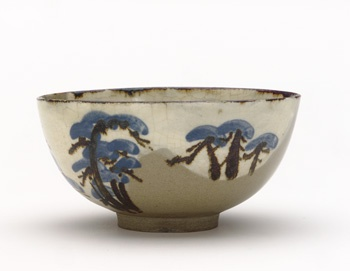 Kenzan-style food bowl with design of pine trees mid-19th century Kyoto workshop, Kenzan style Edo period Buff clay; white slip, iron and cobalt pigments under transparent glaze H: 6.6 W: 13.3 cm Kyoto, Japan