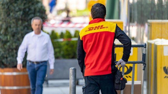 Post Zieht Preiserhohungen Zuruck Dhl Pakete Kosten Ab Mai Weniger In 2020 Dhl Paket Paket Versenden Paket