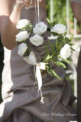 Floral Door Wedding Ring| Ghirlanda floreale porta fedi|  http://elisaweddingdream.blogspot.it/2012/12/real-wedding-sonia-e-pierpaolo.html