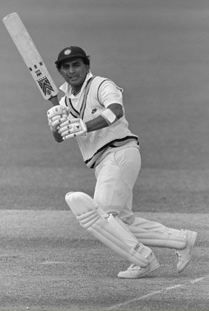 Remembering #SunilGavaskar's epic last Test innings - exactly 25 years ago :It's exactly 25 years since Sunil Gavaskar last played for India. H Natarajan recalls the Little Master's epic effort in that final innings against Pakistan at Bangalore which has strange coincidences with Sachin Tendulkar's 100th international hundred on Friday.
