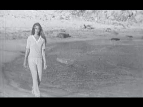 Dalida sur la plage de Fautea à Porto-Vecchio (1971)