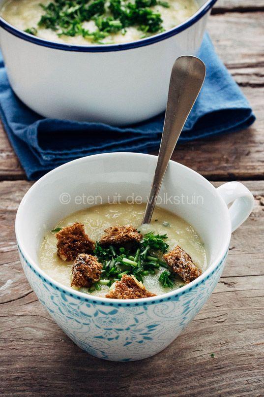Pastinaaksoep met witte wijn, parsnip soup with white wine, christmas menu | eten uit de volkstuin