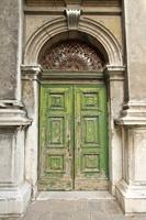 Fototapeta drzwi http://www.wall-it.eu