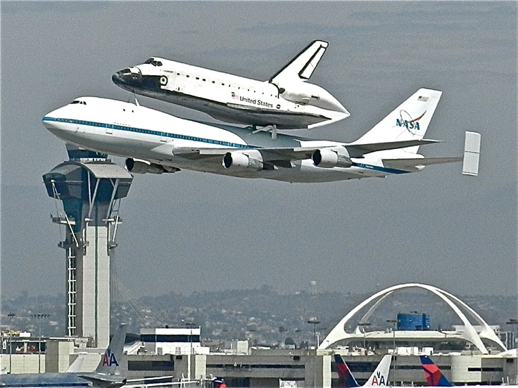 Space Shuttle Endeavour tour of California - LAX . Credit @ jean-Louis Delezenne