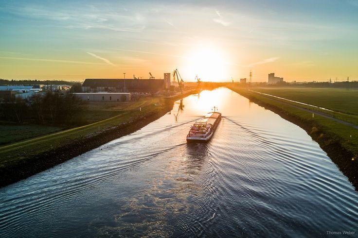 Beautiful view from a bridge into the sunset above Oldenburg.  Follow me on Instagram: https://www.instagram.com/phothomas.de/  #hunte #huntebruecke #fluss #river #niedersachsen #lowersaxony #sonnenuntergang #sunset #sky #himmel #schiff #boot #boat #ship #picture #photo #goodmood #phothomas #photographer #oldenburg #rastede #bremen #fotograf #thomasweber #germany #photooftheday #picoftheday #amazing