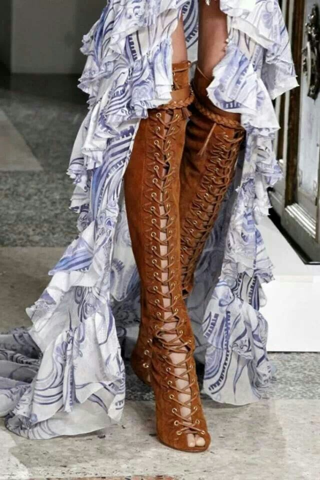 Holy cow! Steampunk boots - I'll have the skirt/dress that goes with them too ;-)