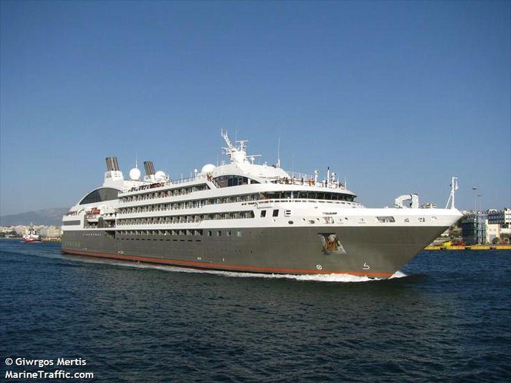 Το L'Austral καταπλέει στον Πειραιά. 09/08/2013.