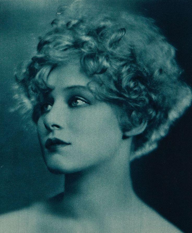 German film star, Greta Nissen,1925