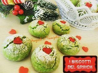 Iniziamo con la produzione di biscotti natalizi...questi sono del Grinch...al pistacchio ☺ La #ricetta sul mio blog: link sul mio profilo @fragole_e_vaniglia #grinchcookies #pistacchio #frollamontata #christmascookies #cuoricinidolci #instafood #heart #grinch #biscotti #Natale #pistachio #christmasfood #FragoleeVaniglia #cookaround