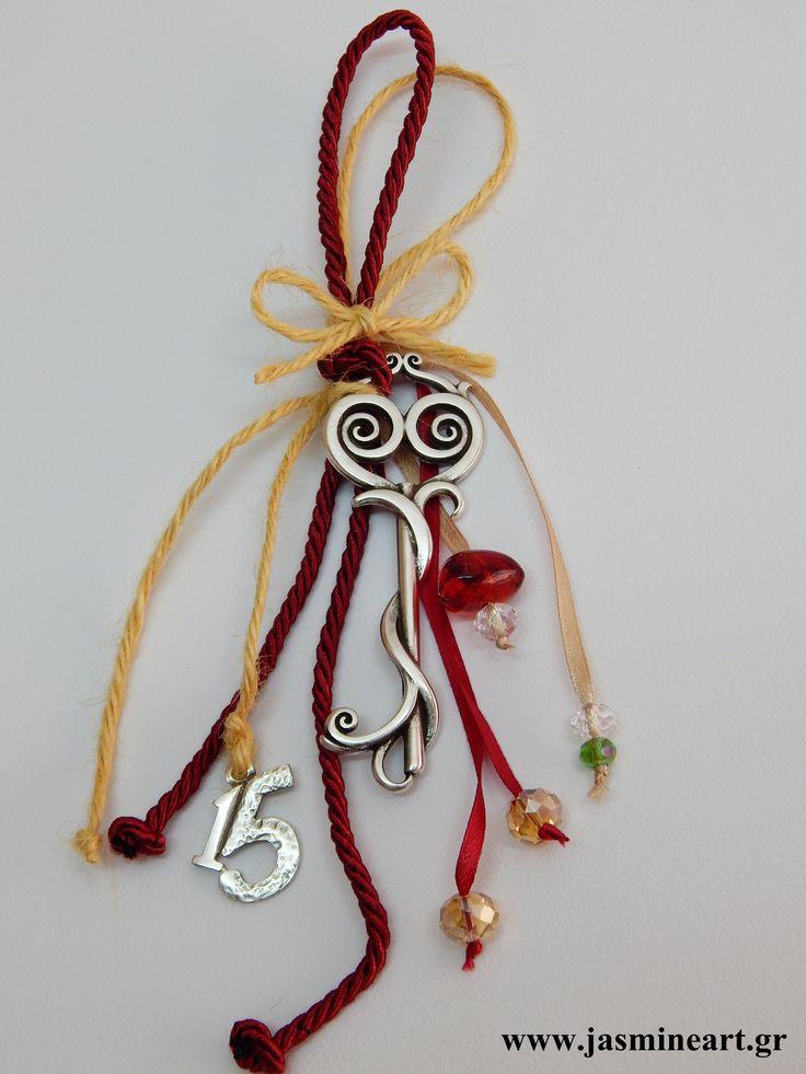 Γούρι15 Επάργυρο Αντικε Κλειδί Γούρι αντικέ κλειδί με φούντα και μεταλλικό 15 Τιμή: 8.50€