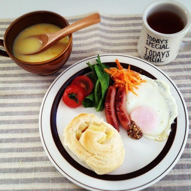 余ってたパイナップルを巻いて焼いたパンで朝ごはん♪朝のスープもしあわせでほっこり( ´ ▽ ` )♡ - 64件のもぐもぐ - パイナップルパンで朝ごはん♪ by サエ