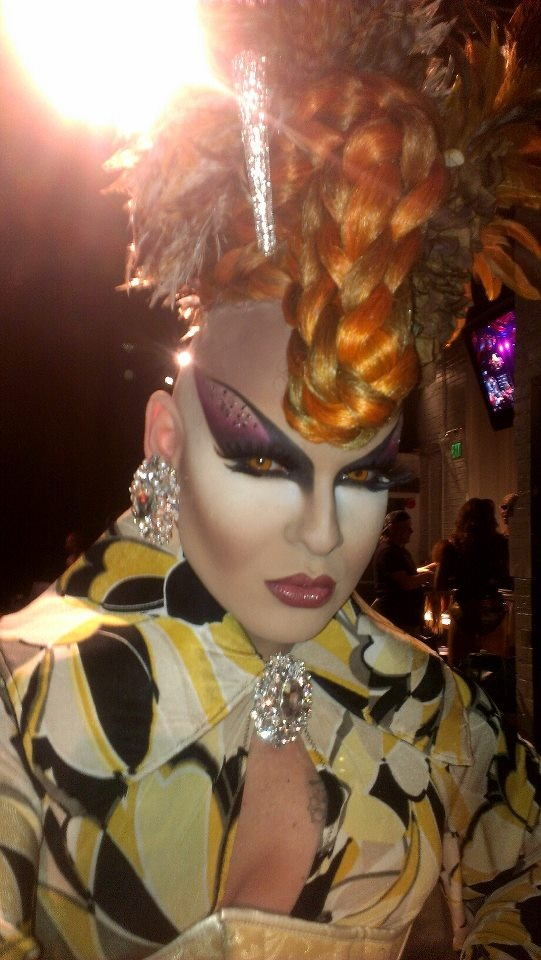 Nina Flowers ... makeup like this makes me want to try it.