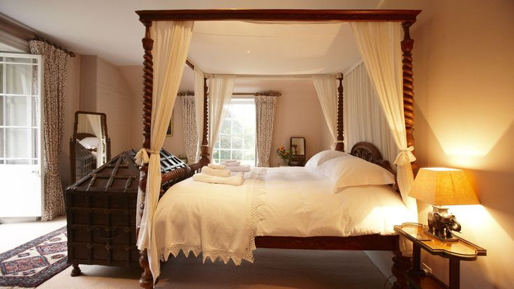 Felin Newydd - Large Welsh Holiday Home - Kate & Tom's - Large four poster bedroom at Felin Newydd, Brecon Beacons
