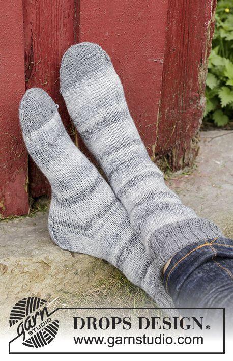 Trails End / DROPS 174-6 - Ponožky pletené lícovým žerzejem z příze DROPS Fabel. Velikost: 15/17 - 44/46.