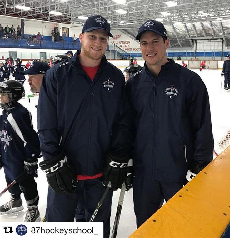 Learning hockey& friendship from two of the best #Repost @87hockeyschool_ ・・・ @mackinnon29 is here! #bestfriends . . . #sidneycrosby #pittsburghpenguins #nathanmackinnon #sidneycrosbyhockeyschool #crosbyhockeyschool #nhl #hockey #sidthekid #crosby #87