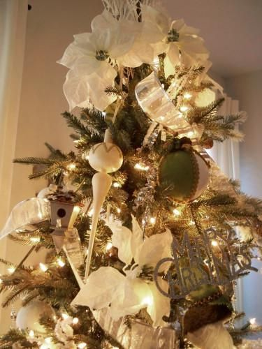 18 best Cozy Traditional Christmas Tree images on Pinterest ...