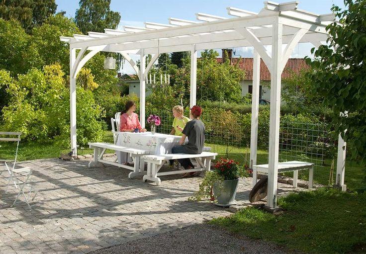 Bygg en fin pergola till din trädgård.