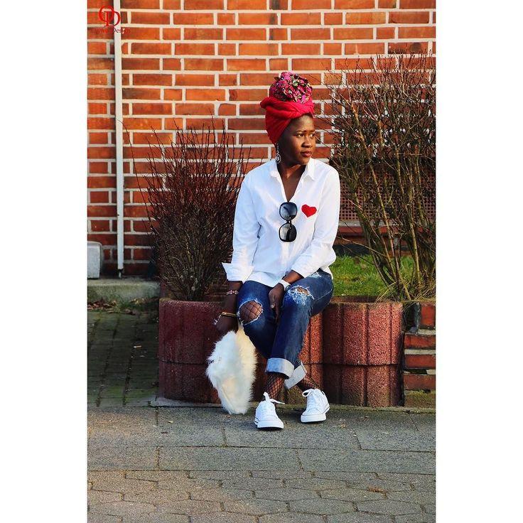 Hallo weekend i see you time for a chilled out outfit. DIY Shirt DIY Boyfriend Jeans  DIY Clutch #oriwodesign #hamburg #slowfashion #headwrap #africanblogger #blogger_de #ankaraheadwrap #turban #turbanista #converse #boyfriendjeans #distressedjeans #weekendoutfit #outfitpost #outfitinspiration #casual #fauxfur #furclutch #heartpatch #commedesgarcons  #diyqueen #diy #whiteshirt #whitebuttondown #diyshirt #diyjeans #handmade #diyclutch #diyblogger #diyblogger #fashionblogger_de