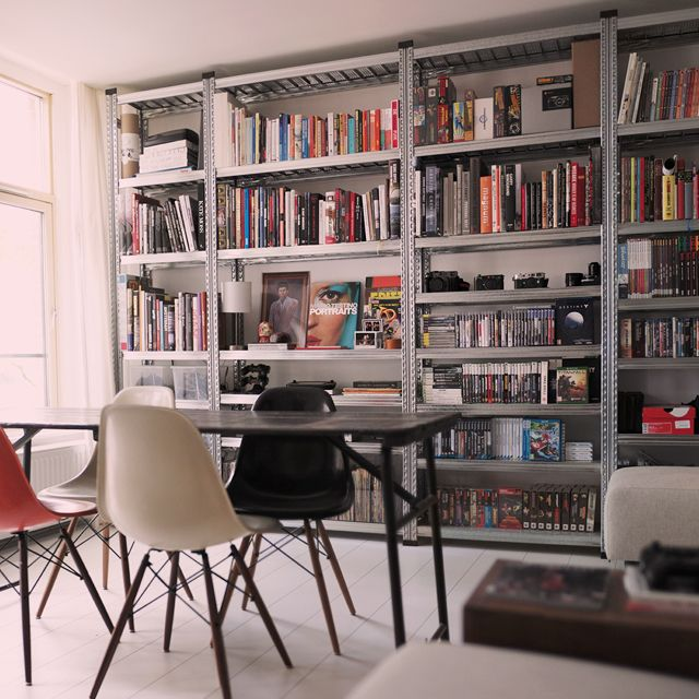 Stellingkast als boekenkast met een industrieel karakter