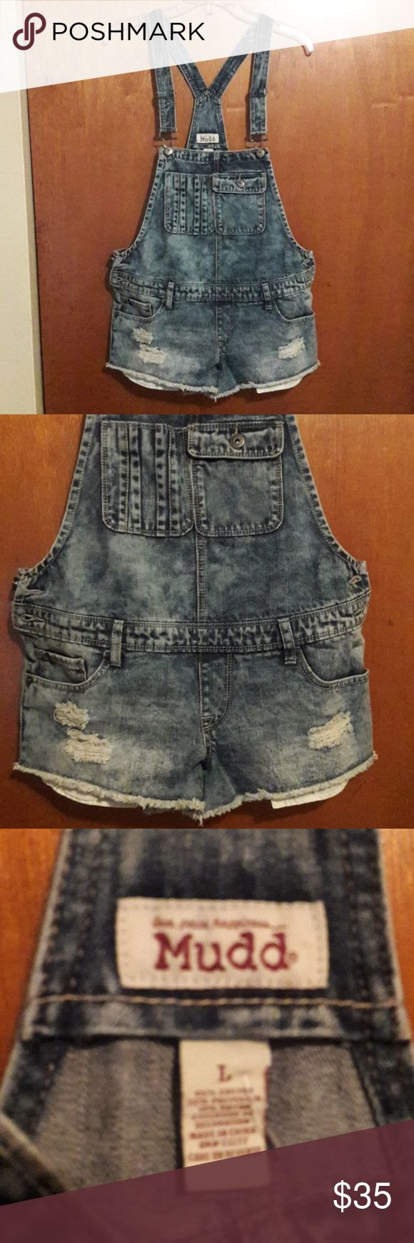 """Large Mudd Jean Bib Short Overalls Distressed NWOT Sweet find. Your looking at a pair of Mudd Jean Short overalls. Factory distressed & frayed. They also has 7 functional pockets, one even buttons. There are 2 buttons on each side at the waist, belt loops and adjustable suspenders.  These shorts are a size LARGE, fit like a 9/10. They are pretty short, inseam measures 2 1/4"""" with fray, 2"""" without. Booty shorts! Pockets hang just a little lower than the shorts do, so they stick out a bit…"""