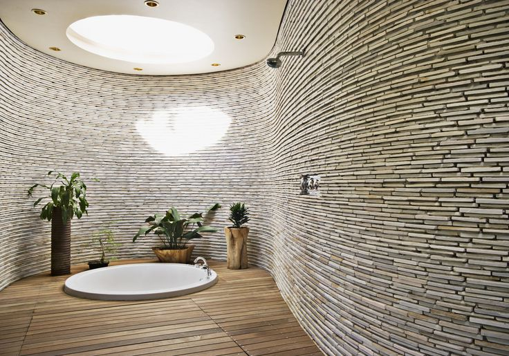 If you love showering outside on holidays but you're cautious about baring all at home, outdoor feeling bathrooms are a good compromise 🛁🌞 #bathrooms #atonewithnature #hitrends