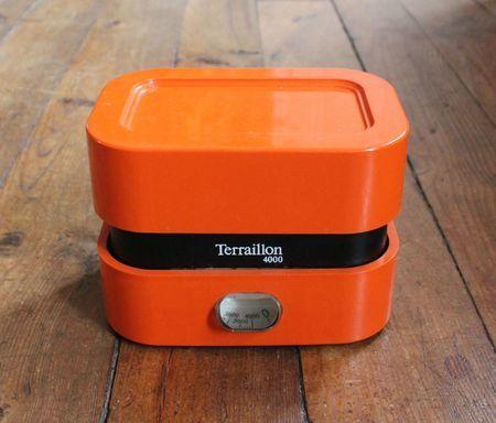 L'ingénieuse balance Terraillon, la couleur orange était à la mode ! (J'ai encore la même ;-)! )