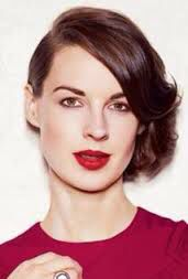 A great photo of Jessica Raine from September 2013. This is also her IMDb photo