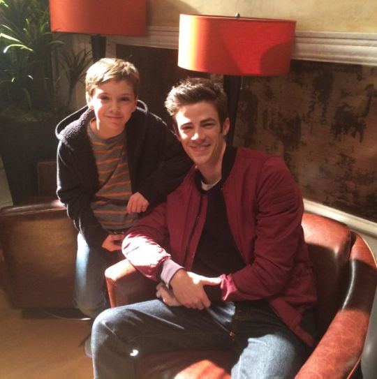 "Jack Moore (little Barry) On set ""The Flash"" with Grant Gustin - bts 2x08"