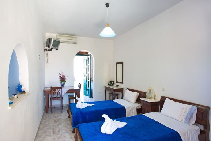 Apartment in Akrotiri, Greece. We are always more than happy to welcome you to the beautiful island of Santorini. The studio offers a kitchennete, lovely caldera view, a shared swimming pool with Jacuzzi and private parking. Prices from May 2017 include breakfast, buffet served...