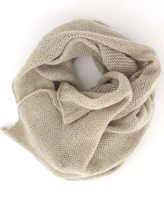 breites Tuch aus hauchdünnem Handstrick