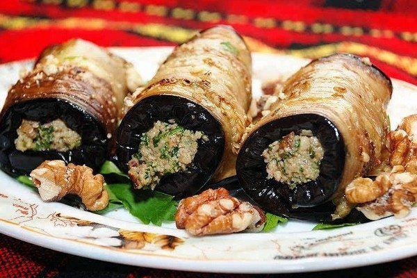Жареные баклажаны с орехами и кинзой – превосходная закуска!