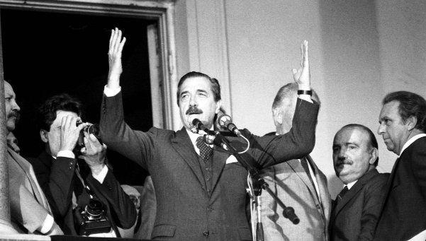 """El """"gordito"""" que cuestionó a Alfonsín.  Fue en 1987, en Chos Malal, Neuquén, durante un acto del entonces presidente, quien reaccionó rápido e intempestivamente frente al reclamo de Sergio Valenzuela. La historia los pondría en el mismo camino, lejos de los rencores http://www.diariopopular.com.ar/c207200"""