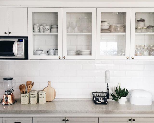 All white #scandinaviankitchen @apartamento84 @rayzanicacio