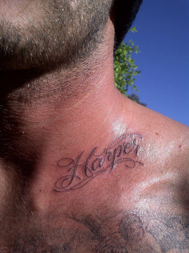 Il tatuaggio di David Beckham: Il nome della figlia Harper sul collo -  Beato a chi se lo gode direste voi vedendo queste foto pubblicate dallo stesso David Beckham qualche giorno fa su facebook e twitter.  Si perchè c...