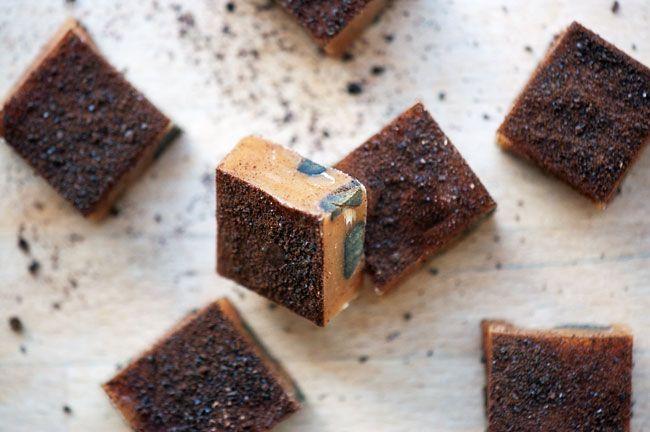 Lakridskaramel - Opskrift på lækre karameller med lakridsstykker