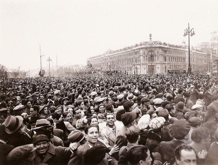 Manifestación tras el triunfo electoral del Frente Popular.Febrero de 1936.A.SÁNCHEZ PORTELA (ALFONSO)