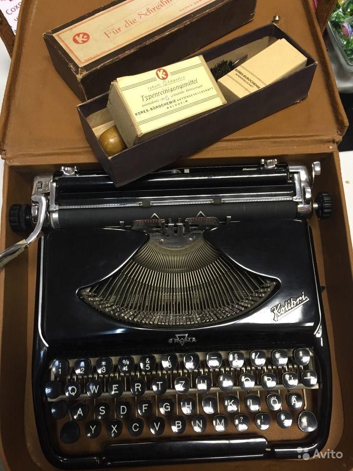 """Вид товара:  Другое  Печатная машинка GROMA Kalibri новая  в полном комплекте  Пишущие машинки Kolibri производились GROMA с 1955 по 1962 год в советской части германии. Данная печатная машинка была революционно тонкой, компактной, стильной - """"драгоценный камень в противном сером пейзаже"""", как о ней отзывался один из современников. Ультра-тонкая, ультра-шиковая, ультра-удивительная. Этой машинкой были оснащены все диппредставительства советского блока представленные в западных стран..."""