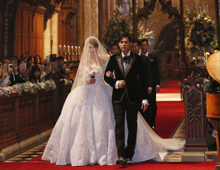 Breaking hearts all around the world, Mandopop King Jay Chou, has wed his model girlfriend Hannah Quinlivan in grand gesture.
