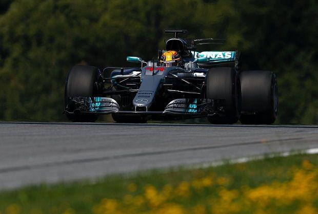 Lewis Hamilton impressiona nella prima sessione di prove libere del Gran Premio d'Austria, secondo Verstappen, quarto Sebastian Vettel