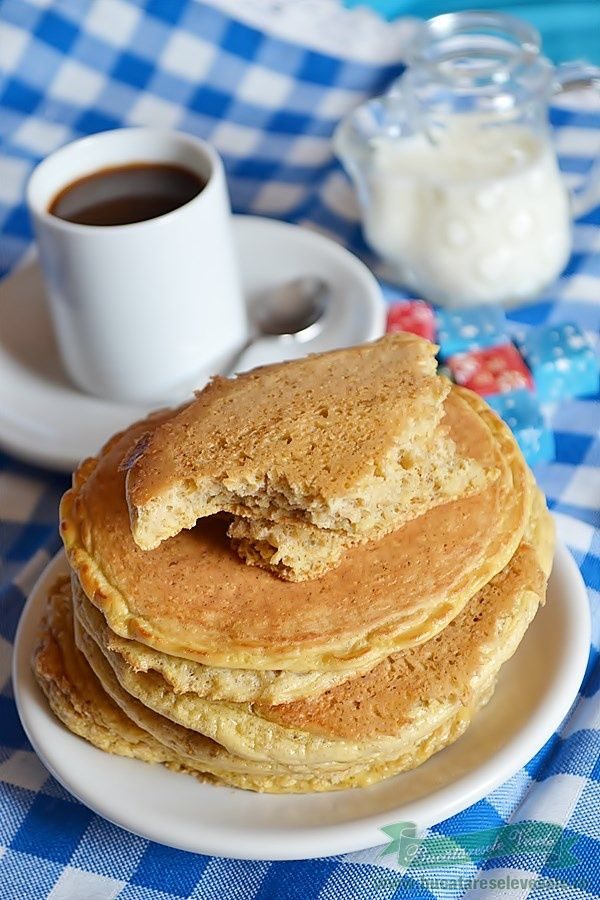 Foarte simplu de preparat aceste Clatite americane Dukan. Doar cateva ingrediente simple si ai clatitele la indemana daca ai pofta de ceva dulce cat timp esti la dieta Dukan. Poate va intereseaza si Clatite americane cu sos de portocale, Clatite americane cu sunca, Clatite americane(in varianta mea) , Dutch baby pancakes, Pancakes cu sirop de