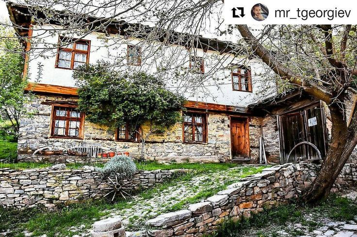 "#Repost @mr_tgeorgiev with @repostapp ・・・ ""Опознай родината"" 😍 #old #bulgarian #house #traditional #spring #fantastic #colours #travel #mytravelgram #photooftheday #instalike #instagood #instadaily #bulgaria #lesten #allbulgaria"
