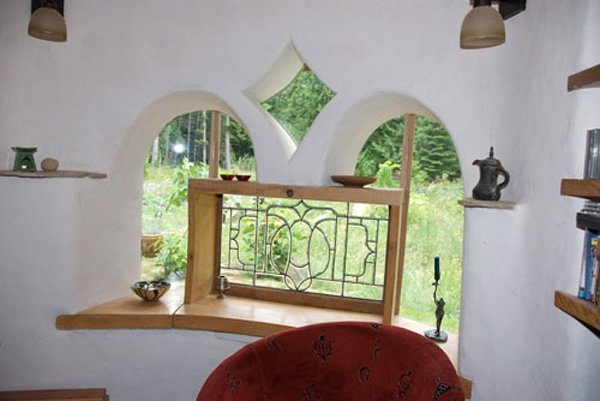 his is one of the windows in Kate's cob house in Canada built by Cob Works. You can se more pictures from the house here: http://www.cobworks.com/photo-gallery/#katecob The house cost about $100,000 ($84 per square foot) in 2004: Cob Style, Cob Windows, Cob Dream, Cob Homes, Cob Building, Cob Houses, Cob Works, Kate S Cob