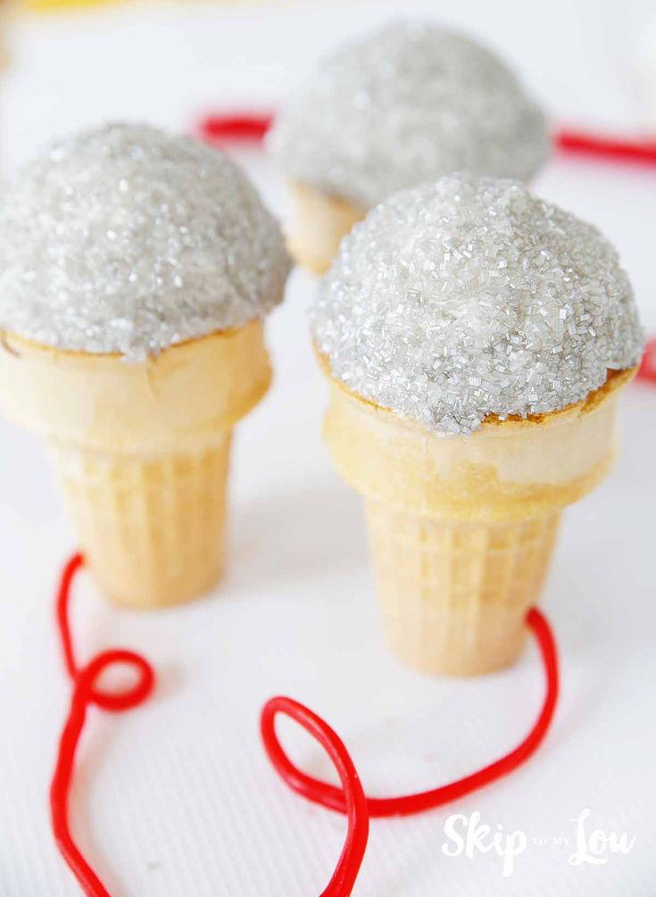 How to make microphone cupcakes! The perfect craft and treat for a sleepover and watching the movie Sing!