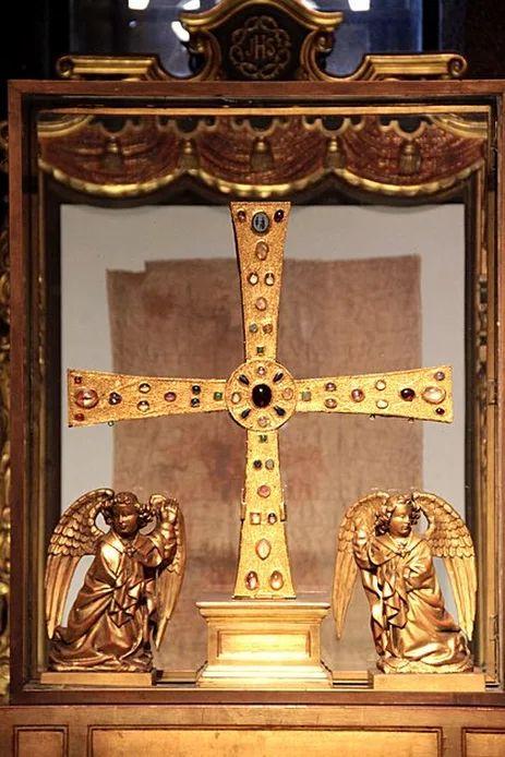 Cruz de Los Ángeles. Catedral de Oviedo. Asturias. Spain