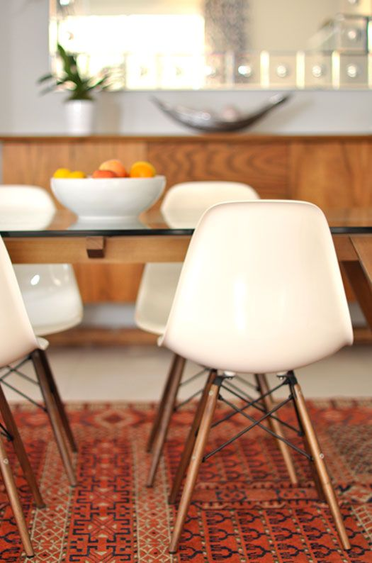 Eames dowel chairs desire to inspire caitlin wilson for Billige einrichtung