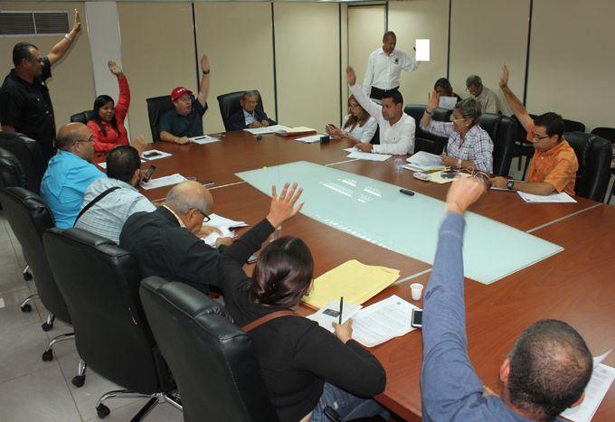 Concejales evalúan exonerar impuestos a comercios saqueados en Valencia