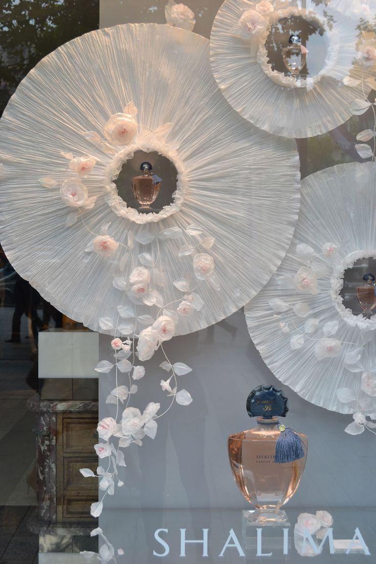 vitrine for Guerlain, paper display