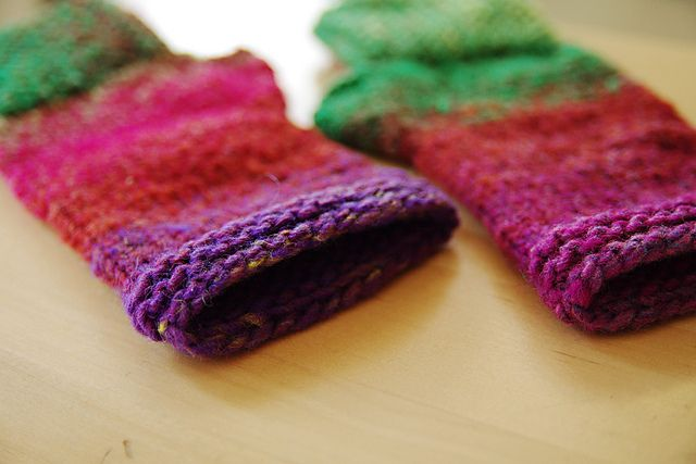 Ravelry: natsukos Kureyon Fingerless Mitts version of ...