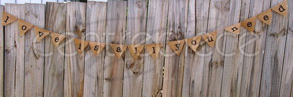Bunting - Love is all you need - Hessian